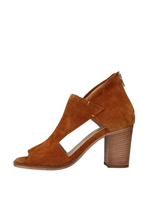 Manas With heel BROWN