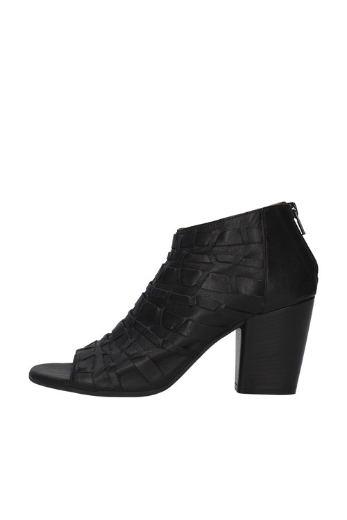With heel BLACK